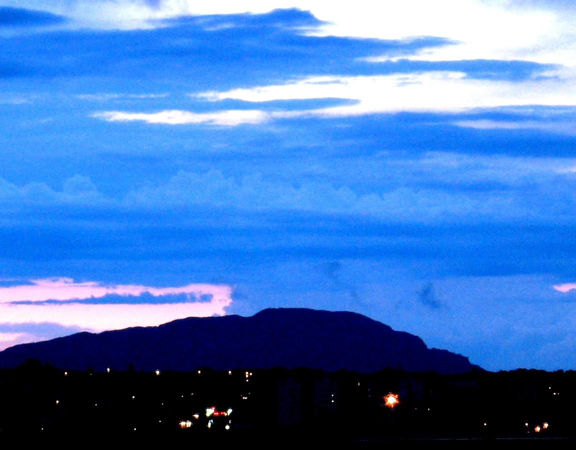http://la.buvette.org/photos/Montpellier/StLoup-vu-du-balcon.jpg