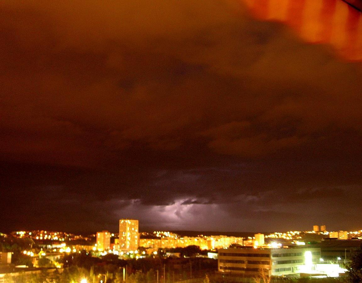 http://la.buvette.org/photos/Montpellier/orage-sur-la-paillade.jpg
