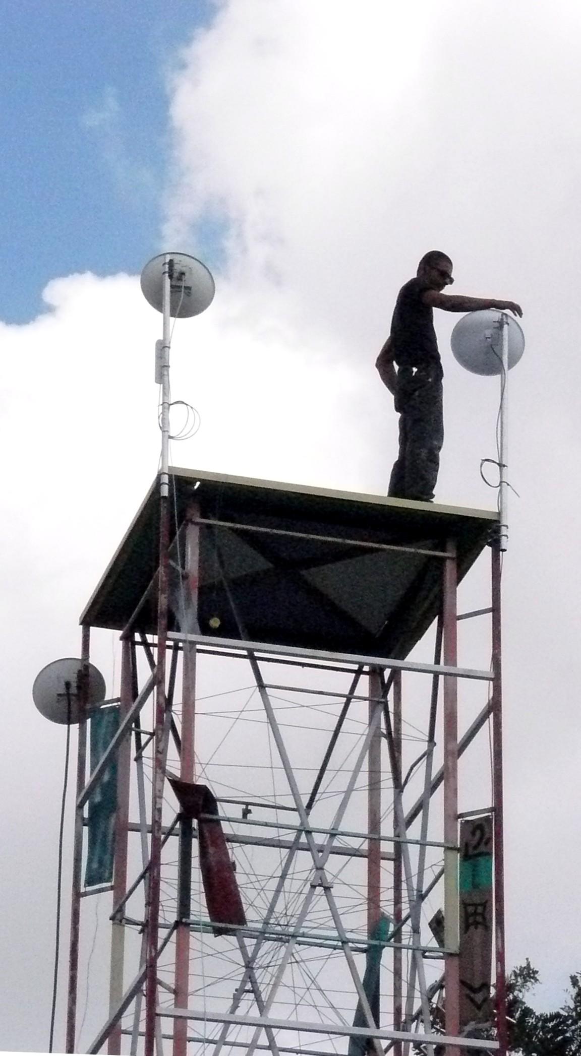 http://la.buvette.org/photos/ttnn/carlos-et-antenne.jpg